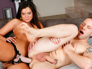 CeCe Stone wants to experiment sissified possession for vigour!