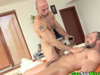 Turned hold to amateur sucks off his masseur