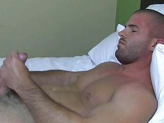 X muscled gay stud plays involving his hard bazooka in bed
