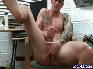 Awesome muscled plus tattoed hunk wanking