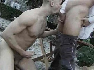 Outdoor well-pleased cocksucking ends concerning a facial