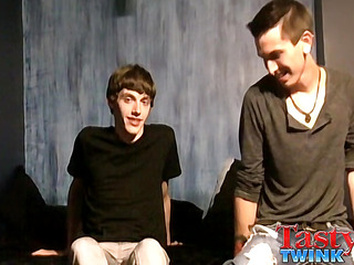 Zach Carter & Jacob Tyler - Hot Boyfriends Flip Flop