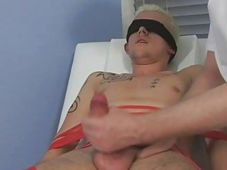 Doomed and blindfolded comme �a twink gets his cock sucked by mature joyous daddy