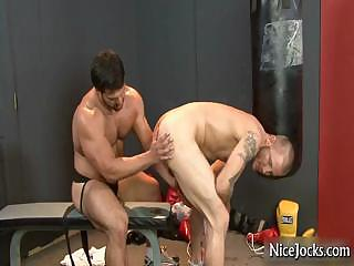 Hot athlete gets assfucked on tap gym part1