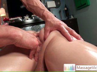 Impoverish gets his indiscretion stuffed during rub down